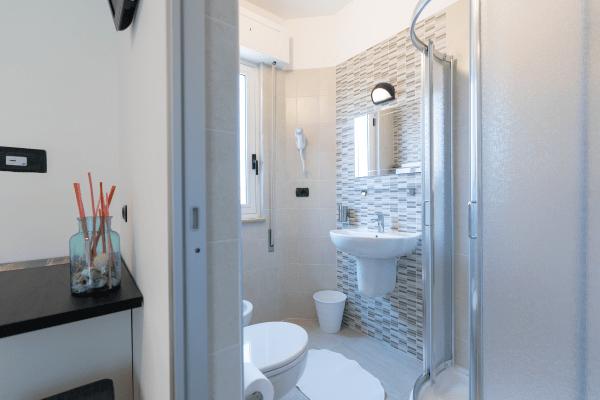 Bagno Camera modern Hotel Saint Tropez a Pineto in Abruzzo