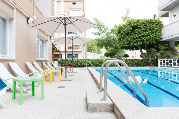 Piscina Hotel Saint Tropez Pineto